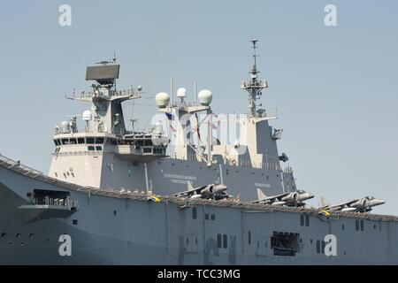 Keel, Deutschland. 05th June, 2019. 05.06.2019, the big DropShip Juan Carlos I enters Kiel Harbor to take part in the annual Manover BALTOPS. It is with a length of 236.5 m the flagship of the Spanish Navy. It is used as an amphibious assault ship, as well as a light aircraft carrier for the McDonnell Douglas AV-8B Harrier II. Detail with the bombers on board. | usage worldwide Credit: dpa/Alamy Live News - Stock Photo