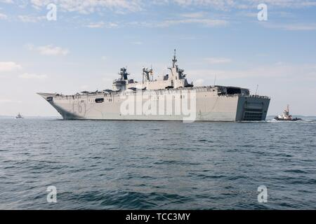 Keel, Deutschland. 05th June, 2019. 05.06.2019, the big DropShip Juan Carlos I enters Kiel Harbor to take part in the annual Manover BALTOPS. It is with a length of 236.5 m the flagship of the Spanish Navy. It is used as an amphibious assault ship, as well as a light aircraft carrier for the McDonnell Douglas AV-8B Harrier II. Totale with fighter jets and vehicles. | usage worldwide Credit: dpa/Alamy Live News - Stock Photo