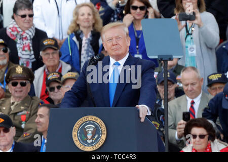 Normandy, France. 6th June, 2019. U.S. President Donald Trump attends a ceremony to mark the 75th anniversary of the D-Day landing at the Normandy American Cemetery and Memorial in Colleville-sur-Mer, Normandy, France, June 6, 2019. A commemoration was held on Thursday in Normandy, north France, to mark the 75th anniversary of the D-Day landings against Nazi forces in World War II. Credit: Mao When/Xinhua/Alamy Live News - Stock Photo