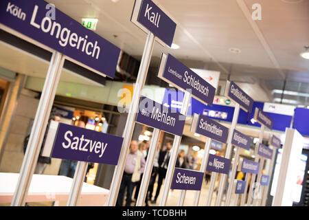 Aufstellung der Moderinsierungsbahnhöfe bei der Unterzeichnung der MOF 3-Vereinbarung im Kölner Hauptbahnhof. Köln, 06.06.2019 - Stock Photo