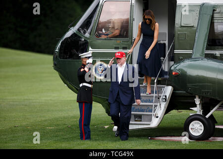 Washington DC, USA. 7th June, 2019. U.S. President Donald Trump and his wife Melania Trump arrive at the White House in Washington, DC June 7, 2019. Donald Trump said on Friday that his country has reached agreement with Mexico to avert the threat of tariffs on all Mexican imports next week. Credit: Ting Shen/Xinhua/Alamy Live News - Stock Photo