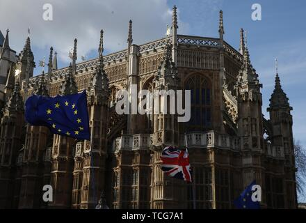 Beijing, Britain. 14th Mar, 2019. EU and UK flags are seen outside the Westminster Abbey in London, Britain, March 14, 2019. Credit: Han Yan/Xinhua/Alamy Live News - Stock Photo