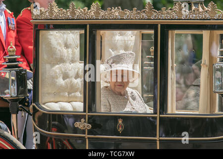 London, UK. 8th June, 2019. Her Majesty Queen Elizabeth II passes  along The Mall in a carriage after returning from Trooping the Colour ceremony at Horse Guards parade to celebrate her official 93rd birthday Credit: amer ghazzal/Alamy Live News - Stock Photo