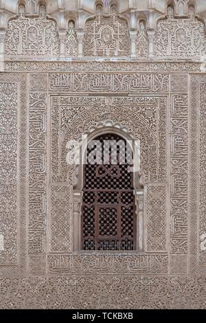 Wall with ornamental Moorish plaster decorations and Koransuren, Nasridenpalaste, Alhambra, Granada, Andalusia, Spain - Stock Photo