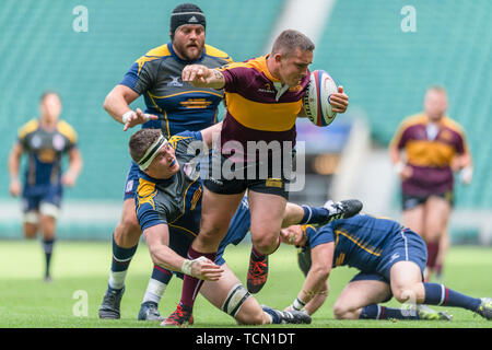 London, UK. 08th, Jun 2019. Leicestershire's Callum Dacey (centre) is tackled during Bill Beaumont County Championship Division 2 Final: Surrey v Leicestershire at Twickenham Stadium on Saturday, 08 June 2019. LONDON England .  (Editorial use only, license required for commercial use. No use in betting, games or a single club/league/player publications.) Credit: Taka G Wu/Alamy Live News - Stock Photo