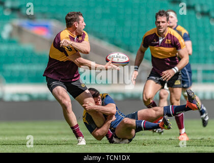 London, UK. 08th, Jun 2019. Leicestershire's Matt Fearn (left) in action during Bill Beaumont County Championship Division 2 Final: Surrey v Leicestershire at Twickenham Stadium on Saturday, 08 June 2019. LONDON England .  (Editorial use only, license required for commercial use. No use in betting, games or a single club/league/player publications.) Credit: Taka G Wu/Alamy Live News - Stock Photo