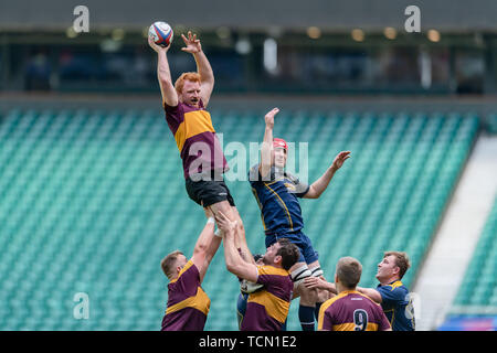 London, UK. 08th, Jun 2019. Leicestershire's Jamie Skerritt (left) in action during Bill Beaumont County Championship Division 2 Final: Surrey v Leicestershire at Twickenham Stadium on Saturday, 08 June 2019. LONDON England .  (Editorial use only, license required for commercial use. No use in betting, games or a single club/league/player publications.) Credit: Taka G Wu/Alamy Live News - Stock Photo