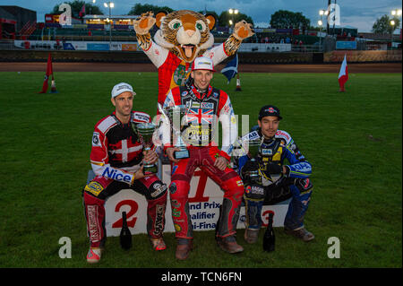 Glasgow, Scotland, UK. 08th June, 2019.  Top 3: Niels-Kristian Iversen (2nd), Craig Cook (1st), Pontus Aspgren (3rd) with Glasgow Mascot Roary (Rear) during the FIM Speedway Grand Prix World Championship - Qualifying Round 1 at the Peugeot Ashfield Stadium, Glasgow on Saturday 8th June 2019. (Credit: Ian Charles | MI News) Credit: MI News & Sport /Alamy Live News - Stock Photo