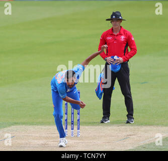 London, UK, 09th June, 2019. LONDON, ENGLAND. 09 JUNE 2019: Bhuvneshwar Kumar of India bowling during the ICC Cricket World Cup match between India and Australia, at The Kia Oval, London. Credit: European Sports Photographic Agency/Alamy Live News - Stock Photo