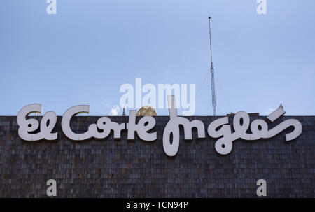 Barcelona, Spain. 25th May, 2019. Spanish biggest department store, El Corte Inglés seen in Madrid. Credit: Miguel Candela/SOPA Images/ZUMA Wire/Alamy Live News - Stock Photo