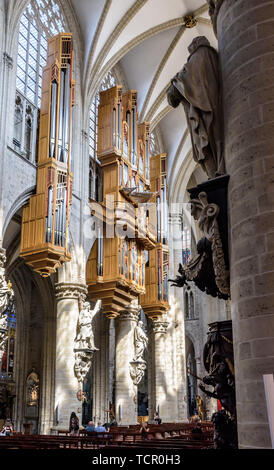 The great organ in the nave of the Cathedral of St. Michael and St. Gudula in Brussels, Belgium. - Stock Photo