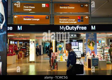 Duty Free shopping area at Franz Josef Strauss Munich International Airport in Munich, Germany, March 16, 2019. © Peter Schatz / Alamy Stock Photos - Stock Photo