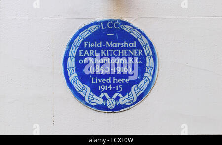 Blue plaque, Field Marshal Earl Kitchener of Khartoum KG, who lived in Carlton Gardens, City of Westminster, London, SW1, UK 1914-15 - Stock Photo