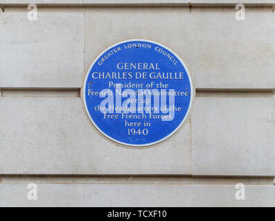 Blue plaque in Carlton Gardens, City of Westminster, London, SW1, UK: General Charles de Gaulle and the Headquarters of the Free French Forces in 1940 - Stock Photo