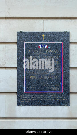 Wall plaque in Carlton Gardens, City of Westminster, London, SW1, UK: General Charles de Gaulle and the Headquarters of the Free French Forces in 1940 - Stock Photo