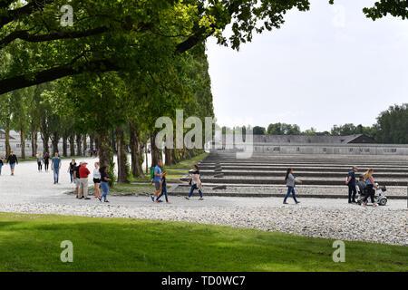 Dachau, Deutschland. 10th June, 2019. Visitors in the memorial concentration camp Dachau- Gedenkstaette. 1933, 1945, 3, antisewithism, exterminate, extermination, Bavaria, Dachau, deportation, German, German history, Germany, third, Europe, fascism, fascists, fascist, commemoration, memorial site, history, Jew, Jews, concentration camp, concentration camp, memorial, National Socialism, Nazi, Nazis, Nazi, Reich, Crime, Past, Annihilation, Extermination Camp Usual worldwide Credit: dpa/Alamy Live News - Stock Photo