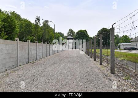 Dachau, Deutschland. 10th June, 2019. Watchtower, fence, wall in the memorial concentration camp Dachau- Gedenkstaette, 1933, 1945, 3, antisewithism, exterminate, extermination, Bavaria, Dachau, deportation, German, German history, Germany, third, Europe, fascism, fascists, fascist, commemoration, Memorial site, history, Jew, concentration camp, concentration camp, memorial, Nazism, Nazi, Nazi, Nazi, Reich, crime, past, extermination, extermination camp | usage worldwide Credit: dpa/Alamy Live News - Stock Photo