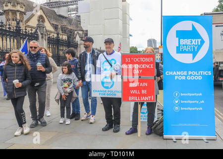 London, UK. 11th June, 2019. Protesters in favour of  leaving the European Union  demonstrate with Brexit Party placards outside the Houses of Parliament as the Labour  Party prepares to  tabled a cross-party motion to try to stop a future prime minister pushing through a no-deal Brexit against the wishes of MPs  with heavy odds on Pro Brexit  frontrunner Boris Johnson  to succeed Theresa May who favours a No Deal Credit: amer ghazzal/Alamy Live News - Stock Photo