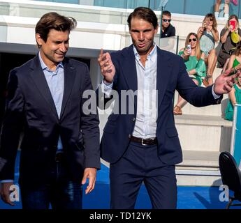 Manacor, Spain. 11th June, 2019. Spanish tennis players Rafa Nadal (R) and David Ferrer attend the graduation ceremony of Rafa Nadal Academy, students of American International School of Mallorca, in Manacor, Balearic Islands, Spain, 11 June 2019. Credit: CATI CLADERA/EFE/Alamy Live News - Stock Photo