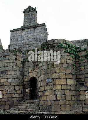 Spain. Galicia. Ourense province. Ribadavia. The Castle of the Earls of Sarmiento. It was built in the middle of the 15th century. Late-Gothic style. One of the access doors to the enclosure, defended with two cube towers. Above the door, the escutcheon of the Sarmientos. - Stock Photo