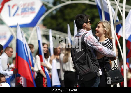Chelyabinsk, Russia. 12th June, 2019. CHELYABINSK, RUSSIA - JUNE 12, 2019: A couple during celebrations marking Russia Day. Nail Fattakhov/TASS Credit: ITAR-TASS News Agency/Alamy Live News - Stock Photo