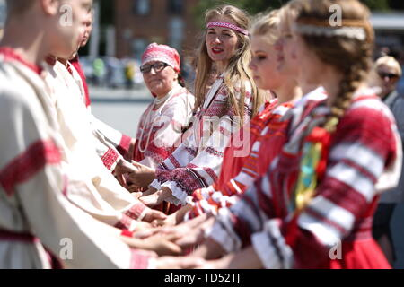 Chelyabinsk, Russia. 12th June, 2019. CHELYABINSK, RUSSIA - JUNE 12, 2019: People wearing traditional costumes during celebrations marking Russia Day. Nail Fattakhov/TASS Credit: ITAR-TASS News Agency/Alamy Live News - Stock Photo