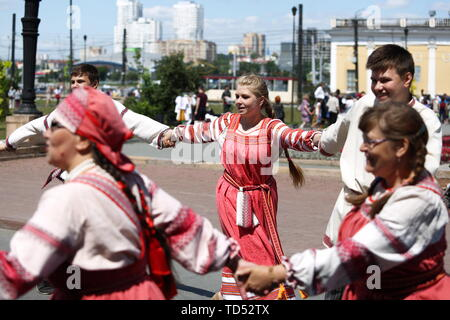 Chelyabinsk, Russia. 12th June, 2019. CHELYABINSK, RUSSIA - JUNE 12, 2019: People wearing traditional costumes dance during celebrations marking Russia Day. Nail Fattakhov/TASS Credit: ITAR-TASS News Agency/Alamy Live News - Stock Photo