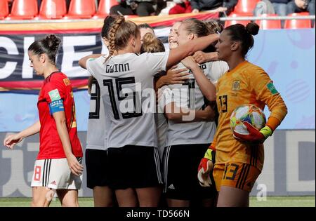 Valenciennes, France. 12th June, 2019. Germany's players jubilate a goal against Spain during their FIFA Women's World Cup 2019 match at the Stade du Hainaut, in Valenciennes, France, 12 June 2019. Credit: Juan Carlos Cardenas/EFE/Alamy Live News - Stock Photo
