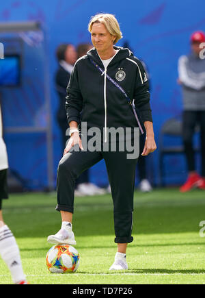 Valenciennes, France. 12th June, 2019. Martina Voss-Tecklenburg, coach, team manager DFB women, whole figure, action, single image, single action, GERMANY - SPAIN Women FIFA World Cup France Season 2018/2019, June 12, 2019 in Valenciennes, France. Credit: Peter Schatz/Alamy Live News - Stock Photo