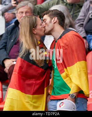 Valenciennes, France. 12th June, 2019. fans kiss GERMANY - SPAIN Women FIFA World Cup France Season 2018/2019, June 12, 2019 in Valenciennes, France. Credit: Peter Schatz/Alamy Live News - Stock Photo