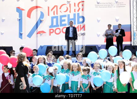 Kurgan, Russia. 12th June, 2019. KURGAN, RUSSIA - JUNE 12, 2019: Kurgan Region Acting Governor Vadim Shumkov (C) takes part in Russia Day celebrations. Alexander Alpatkin/TASS Credit: ITAR-TASS News Agency/Alamy Live News - Stock Photo