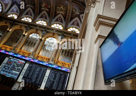 Madrid, Spain. 14th June, 2019. An information panel shows the evolution of the Spanish market at the stock market in Madrid, Spain, 14 June 2019. Spanish index IBEX 35 dropped a 0.22 per cent at the start of the trading day as the market keeps an eye on the trade war between US and China and the geopolitical crisis in the Persian Gulf. Credit: Juan Carlos Hidalgo/EFE/Alamy Live News - Stock Photo