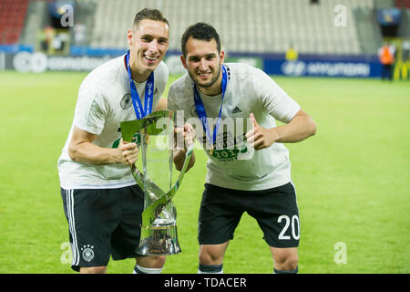 Preview UEFA Under21 European Championship in Italy/SanMarino from 16.-30.06.2019. Archive photo: Dominik KOHR (left, GER) and Levin OEZTUNALI (Ì? Ztunali, GER) with cup, jubilation, cheering, cheering, joy, cheers, celebrate, final jubilation, Presentation ceremony, Winner, Soccer U21 European Championship Final, Germany (GER) - Spain (ESP) 1: 0, on 30.06.2017 in Krakow/Poland. Football U21 European Championship from 16.06. - 30.06.2017 in Poland, å | usage worldwide - Stock Photo