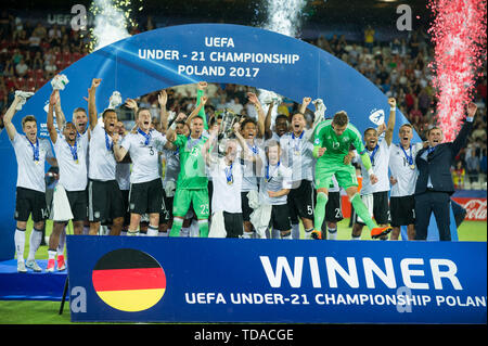 Preview UEFA Under21 European Championship in Italy/SanMarino from 16.-30.06.2019. Archive photo: The German team cheers with cup, jubilation, cheering, cheering, joy, cheers, celebrate, final jubilation, award ceremony, winner, tribute, football U21 European Championship final, Germany (GER) - Spain (ESP) 1: 0, on 30.06.2017 in Krakow/Poland. Football U21 European Championship from 16.06. - 30.06.2017 in Poland, å | usage worldwide - Stock Photo