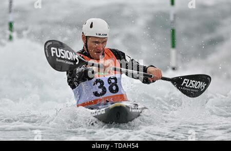 Lee Valley, Hertforshire, UK. 14th June, 2018.  Finn Butcher (NZL). 2019 ICF London canoe slalom world cup. Lee valley white water centre. Mens K1 Kayak. Hertfordshire. UK. 14/06/2019. Credit: Sport In Pictures/Alamy Live News - Stock Photo