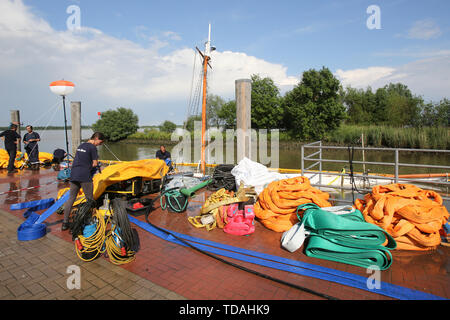 Stadersand, Germany. 14th June, 2019. Employees of a Spanish company are preparing to salvage the sunken historic sailing ship 'No 5 Elbe' in the port of Stadersand. The historic sailing ship, which has only recently been extensively renovated, collided with a container ship on the Elbe and sank. Credit: Bodo Marks/dpa/Alamy Live News - Stock Photo