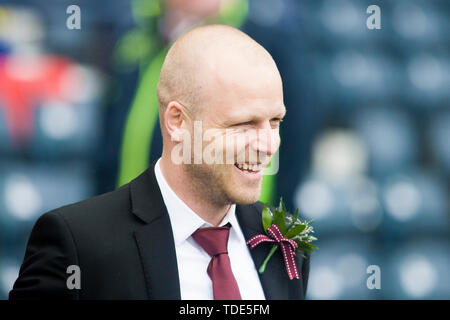 Glasgow, Scotland, May 25th 2019. Steven Naismith of Hearts arrives ahead of the William Hill Scottish Cup final between Celtic and Hearts at Hampden Park on May 25th 2019 in Glasgow, Scotland. Editorial use only, licence required for commercial use. No use in Betting, games or a single club/league/player publication. Credit: Scottish Borders Media/Alamy Live News - Stock Photo