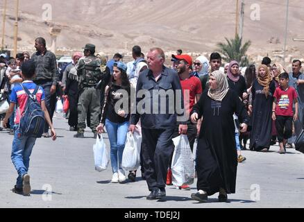 Palmyra, Syria. 14th June, 2019.  Syrian people are seen returning to their city of Palmyra in central Syria on June 14, 2019. The ancient city of Palmyra has seen the vicious attacks and occupation of the Islamic State (IS) two times throughout the Syrian crisis and the people of that ancient oasis city went displaced more than once. After the second liberation of Palmyra in early 2017, the residential part of Palmyra, which has ancient ruins and residential area, were largely damaged. Credit: Xinhua/Alamy Live News - Stock Photo
