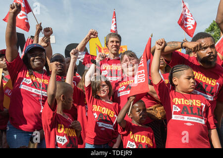 Charleston, United States. 15th June, 2019. Democratic presidential hopeful Beto O'Rourke joins McDonals workers in a one day strike as part of the Fight for $15 dollar minimum wage effort by a consortium of trade unions June 15, 2019 in Charleston, South Carolina. Credit: Planetpix/Alamy Live News - Stock Photo