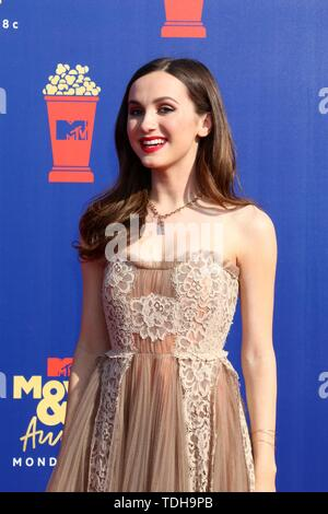 Los Angeles, CA, USA. 15th June, 2019. LOS ANGELES - JUN 15: Maude Apatow at the 2019 MTV Movie & TV Awards at the Barker Hanger on June 15, 2019 in Santa Monica, CA at arrivals for 2019 MTV Movie and TV Awards, Barker Hangar, Los Angeles, CA June 15, 2019. Credit: Priscilla Grant/Everett Collection/Alamy Live News - Stock Photo