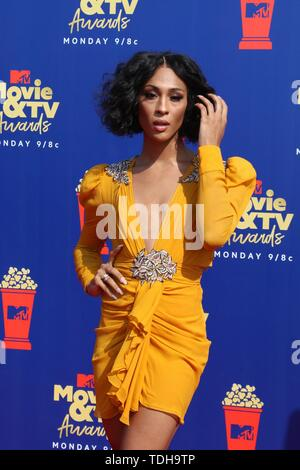 Los Angeles, CA, USA. 15th June, 2019. LOS ANGELES - JUN 15: MJ Rodriguez at the 2019 MTV Movie & TV Awards at the Barker Hanger on June 15, 2019 in Santa Monica, CA at arrivals for 2019 MTV Movie and TV Awards, Barker Hangar, Los Angeles, CA June 15, 2019. Credit: Priscilla Grant/Everett Collection/Alamy Live News - Stock Photo