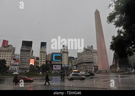 Buenos Aires, Argentina. 16th June, 2019. Photograph of the center of Buenos Aires in the middle of a blackout that affected Argentina, Uruguay and Paraguay, in Buenos Aires, Argentina, 16 June 2019. The electricity system has begun to normalize 'slowly' in Argentina after the massive blackout that affects most of the country and some areas in Uruguay and Paraguay this Sunday, as reported today by the supplier company Edesur. Credit: Enrique García Medina/EFE/Alamy Live News - Stock Photo