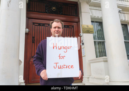 London, UK. 17th June, 2019. Richard Ratcliffe stages a hunger strike outside the Iranian Embassy in London to protest against the continued imprisonment of his wife Nazanin Zaghari Ratcliffe who has been held on alleged spying charges Iran since 2016 in a five year prison sentence Credit which she denies: amer ghazzal/Alamy Live News - Stock Photo