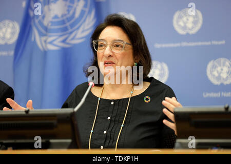 New York, NY, USA. 17th June, 2019. United Nations, UN headquarters in New York. 17th June, 2019. Maria-Francesca Spatolisano, Assistant Secretary-General for Policy Coordination and Inter-Agency Affairs in the UN Department of Economic and Social Affairs (UNDESA), briefs journalists on the World Population Prospects 2019: Highlights, at the UN headquarters in New York, June 17, 2019. The world's population is expected to increase by 2 billion in the next 30 years, from 7.7 billion currently to 9.7 billion in 2050, according to a United Nations report released here on Monday. Credit: Xinhua/Al - Stock Photo