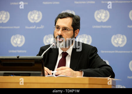 New York, NY, USA. 17th June, 2019. United Nations, UN headquarters in New York. 17th June, 2019. Patrick Gerland, Chief of the Population Estimates and Projections Section of the Population Division of the UN Department of Economic and Social Affairs (UNDESA), briefs journalists on the World Population Prospects 2019: Highlights, at the UN headquarters in New York, June 17, 2019. The world's population is expected to increase by 2 billion in the next 30 years, from 7.7 billion currently to 9.7 billion in 2050, according to a United Nations report released here on Monday. Credit: Xinhua/Alamy  - Stock Photo