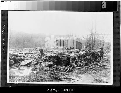(from collection of Mrs. L.J. Fargo, Lexington, Ohio) showing ASHTABULA RIVER VALLEY FLOOR, 1896. - Forty-sixth Street Bridge, Spanning Ashtabula River, Ashtabula, Ashtabula County, OH - Stock Photo