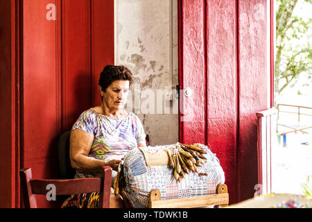 Florianopolis, Santa Catarina, Brazil. 20th Oct, 2016. Artisan woman doing bobbin lace work at Santo Antonio de Lisboa district in Sambaqui. Credit: Ricardo Ribas/SOPA Images/ZUMA Wire/Alamy Live News - Stock Photo