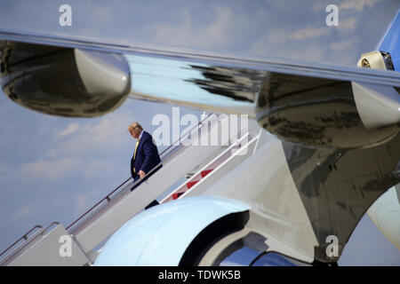 Joint Base Andrews, Maryland, USA. 19th June, 2019. United States President Donald J. Trump returns to Joint Base Andrews in Maryland following an overnight trip to Florida on Wednesday, June 19, 2019 Credit: Ron Sachs/CNP/ZUMA Wire/Alamy Live News - Stock Photo