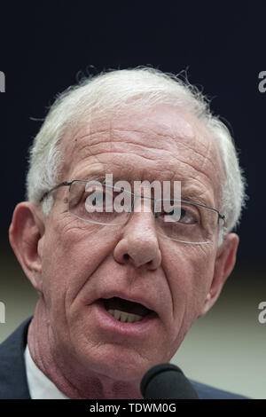 Washington, District of Columbia, USA. 19th June, 2019. Captain ''˜Sully' Sullenberger testifies to United States House of Representatives House Transportation subcommittee during a hearing on the Boeing 737 MAX on Capitol Hill in Washington, DC on June 19, 2019. Credit: Alex Edelman/CNP Credit: Alex Edelman/CNP/ZUMA Wire/Alamy Live News - Stock Photo