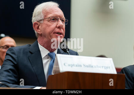 Washington, United States Of America. 19th June, 2019. Captain 'Sully' Sullenberger testifies to United States House of Representatives House Transportation subcommittee during a hearing on the Boeing 737 MAX on Capitol Hill in Washington, DC on June 19, 2019. Credit: Alex Edelman/CNP | usage worldwide Credit: dpa/Alamy Live News - Stock Photo